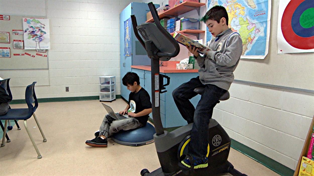 Les élèves de l'École Jeanne-Sauvé apprécient de pouvoir dépenser leur énergie dans la classe.