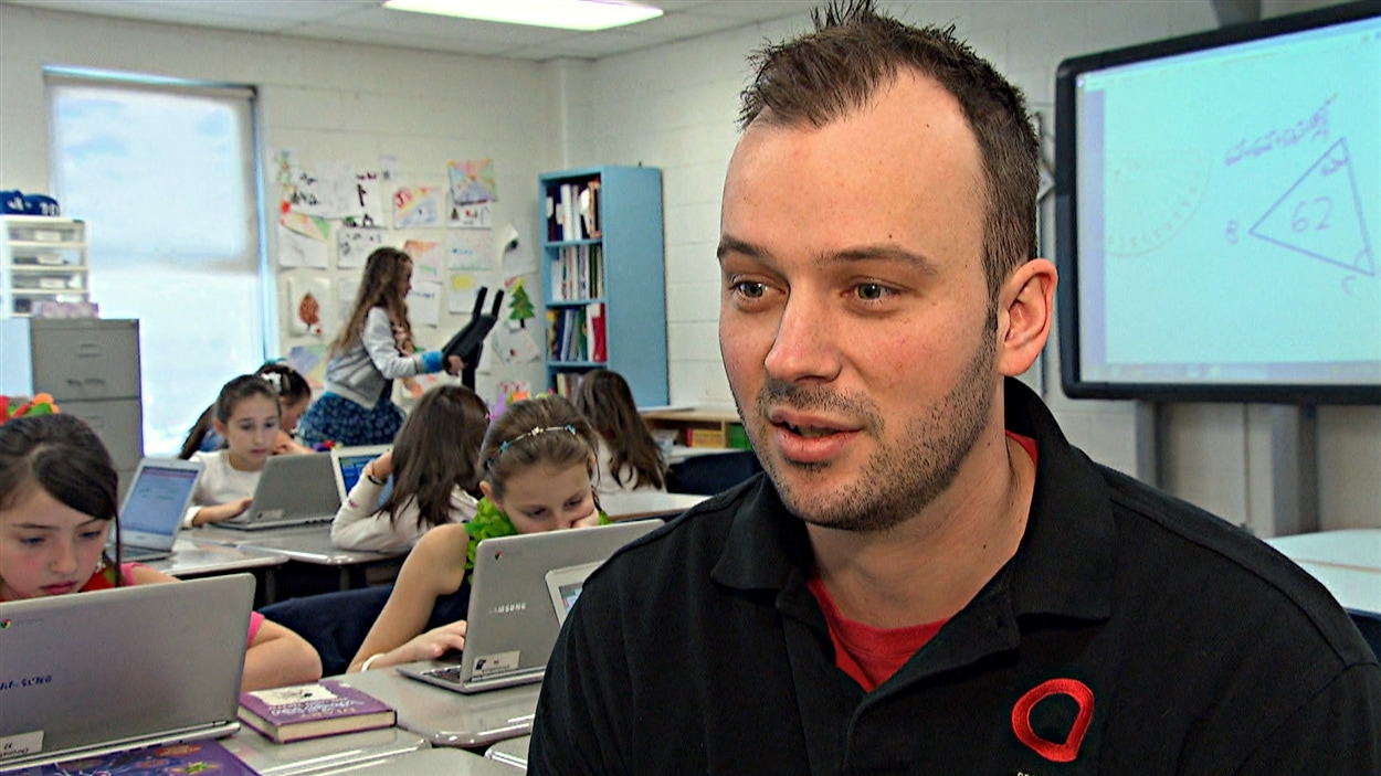 L'enseignant David Benay a eu l'idée d'installer des vélos stationnaires dans sa classe de 5e année.