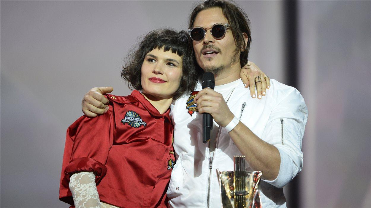 Dan Levy et Olivia Merilahti du groupe The Do