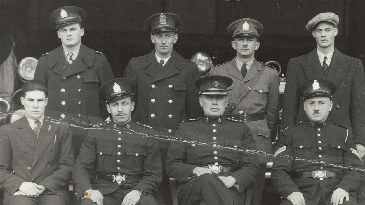 En bas, à gauche: Yvain Charlebois. Rouyn 1939.