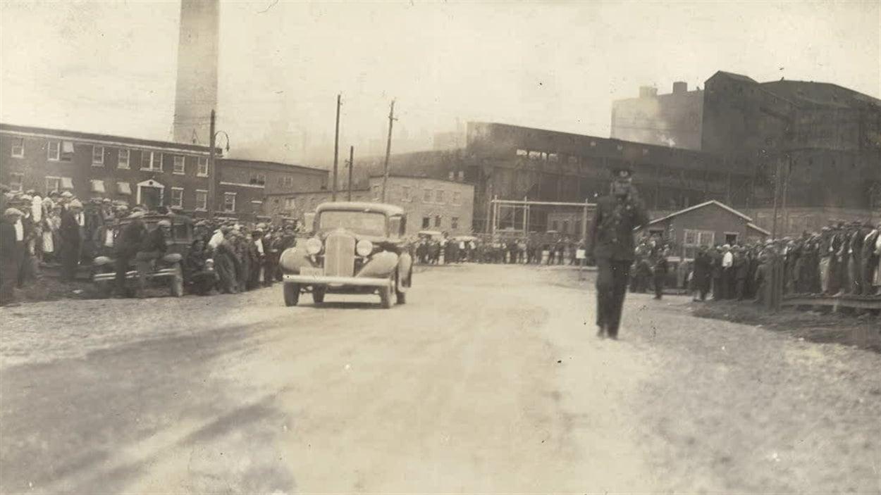 À droite, le policier Avila Charlebois lors de la grève des Fros.