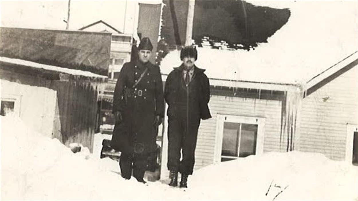À gauche, Avila Charlebois.