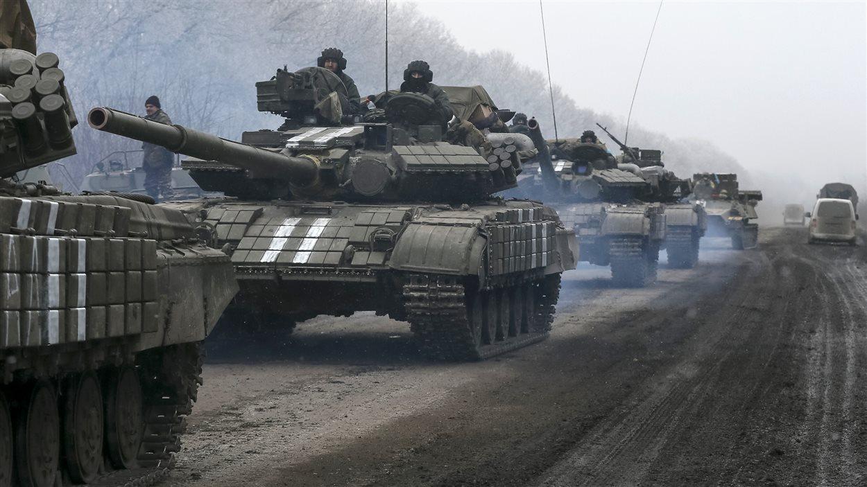 Des chars d'assaut près de Debaltseve, en Ukraine.