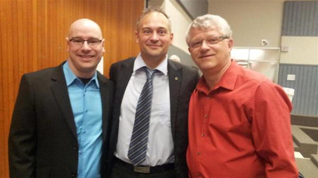 Les trois nouveaux élus d'Amos : Robert Julien (conseiller, siège 3), Sébastien D'Astous (maire), Yvon Leduc (conseiller, siège 1)