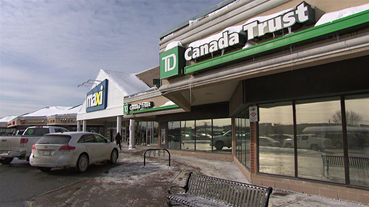 Vol De Banque A Gatineau Un Caissier Affronte Un Homme Arme Radio Canada Ca