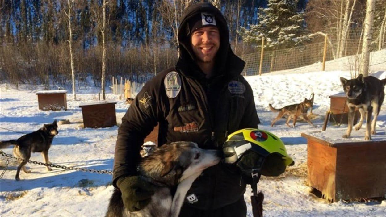 Le gagnant du Yukon Quest cette année, Brent Sass, a complété la course en 9 jours, 12 heures, et 49 minutes.