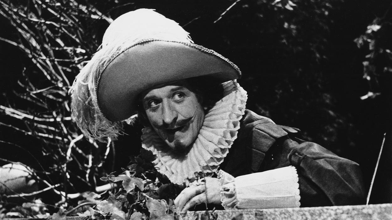 Albert Millaire dans la peau de Cyrano de Bergerac, en 1984.