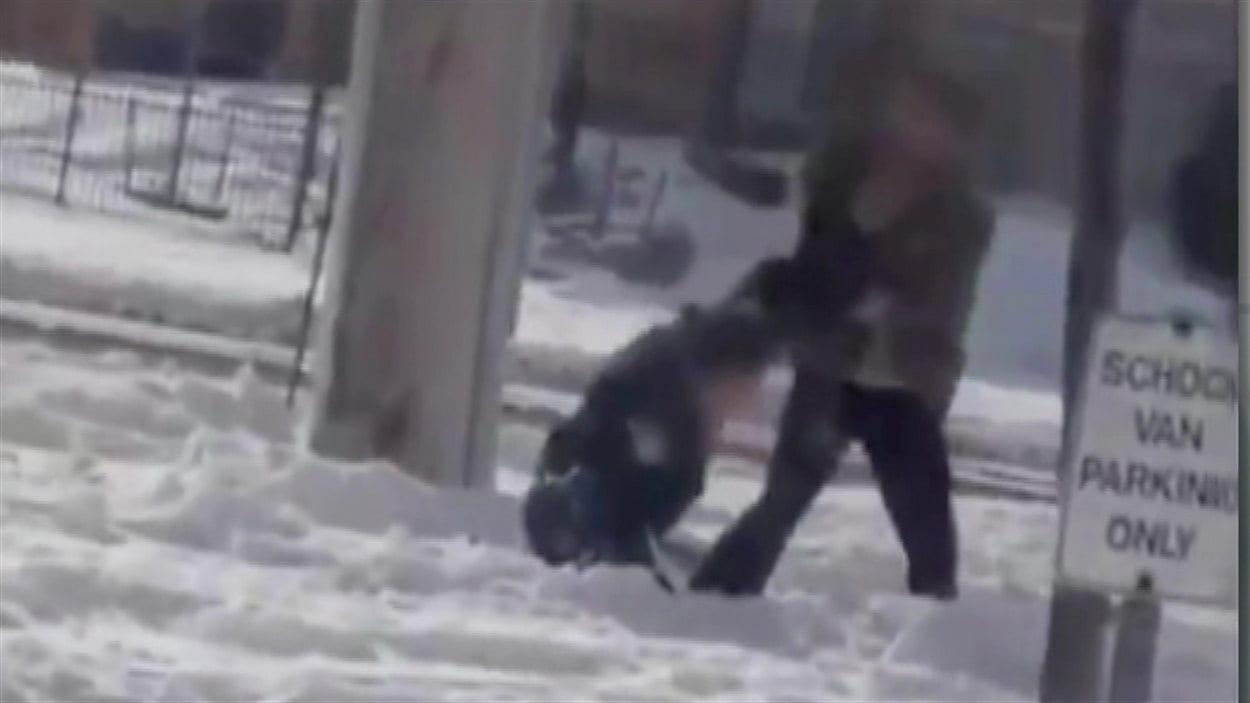 La confrontation a eu lieu près d'une école de Brampton.