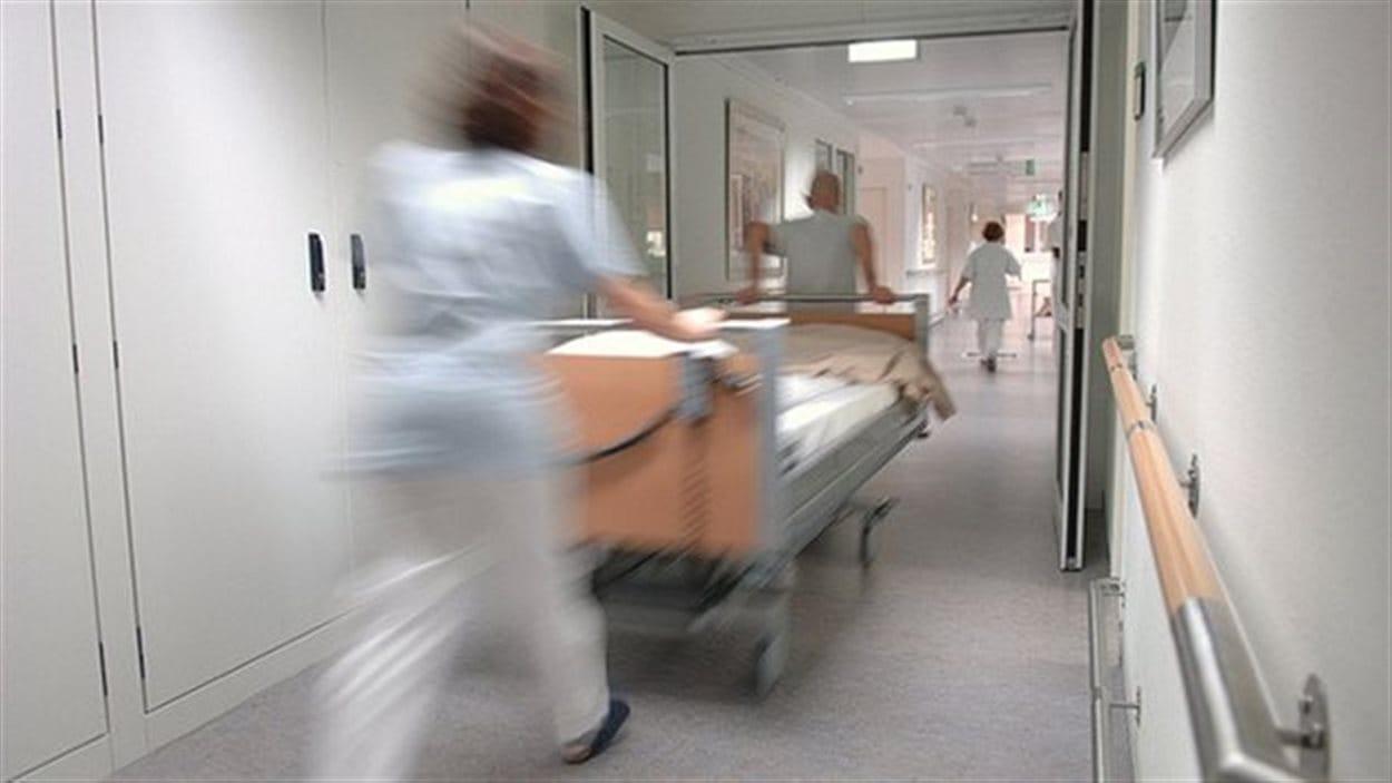Les services hospitaliers au Canada procurent beaucoup d'emplois.