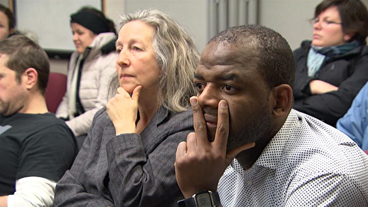 Quelques dizaines de personnes ont assisté à la rencontre du C. A. de l'Agence de la santé et des services sociaux de l'Outaouais, au cours de laquelle se jouait l'avenir du Centre d'aide 24/7, le 19 février 2015.