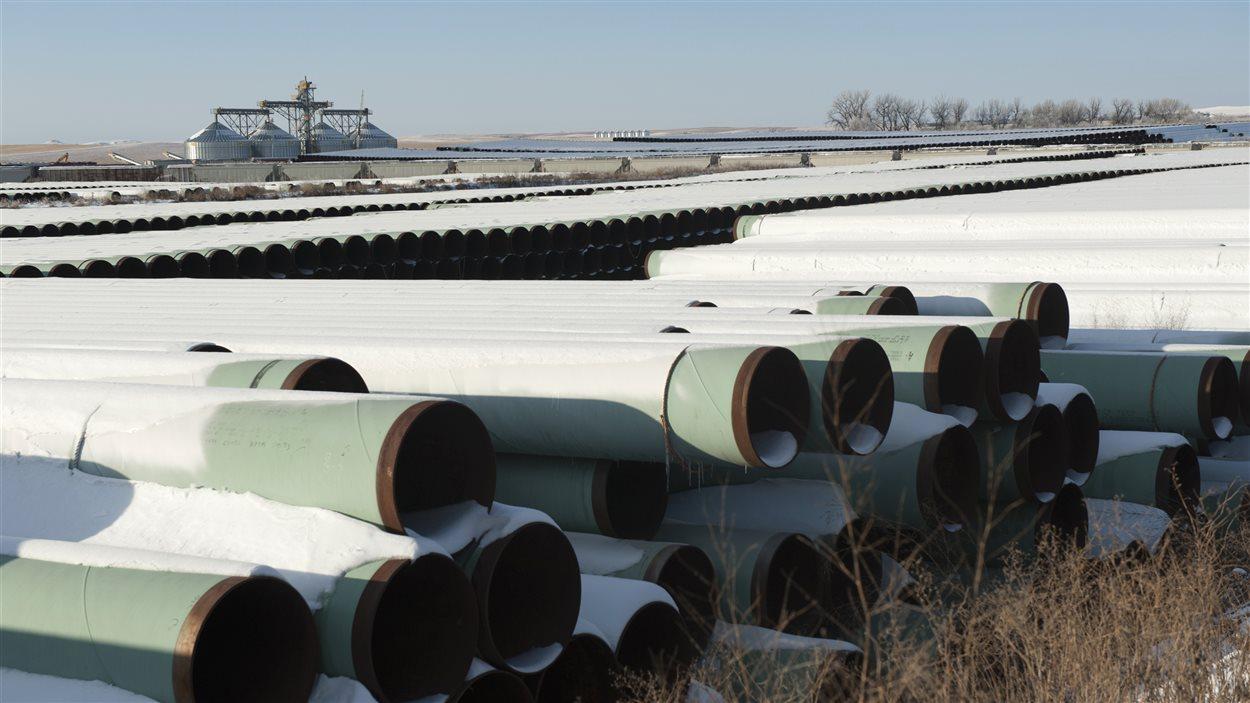 Un dépôt, en 2014, dans le Dakota du Nord, servant à entreposer les tuyaux qui doivent être utilisés pour la construction du projet de pipeline Keystone XL.