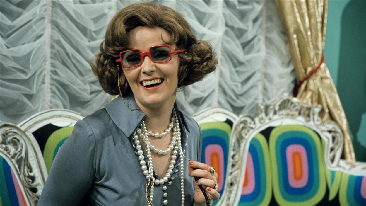 Églantine Temporale (Louise Rémy) dans l'émission « Rosa » en 1975.