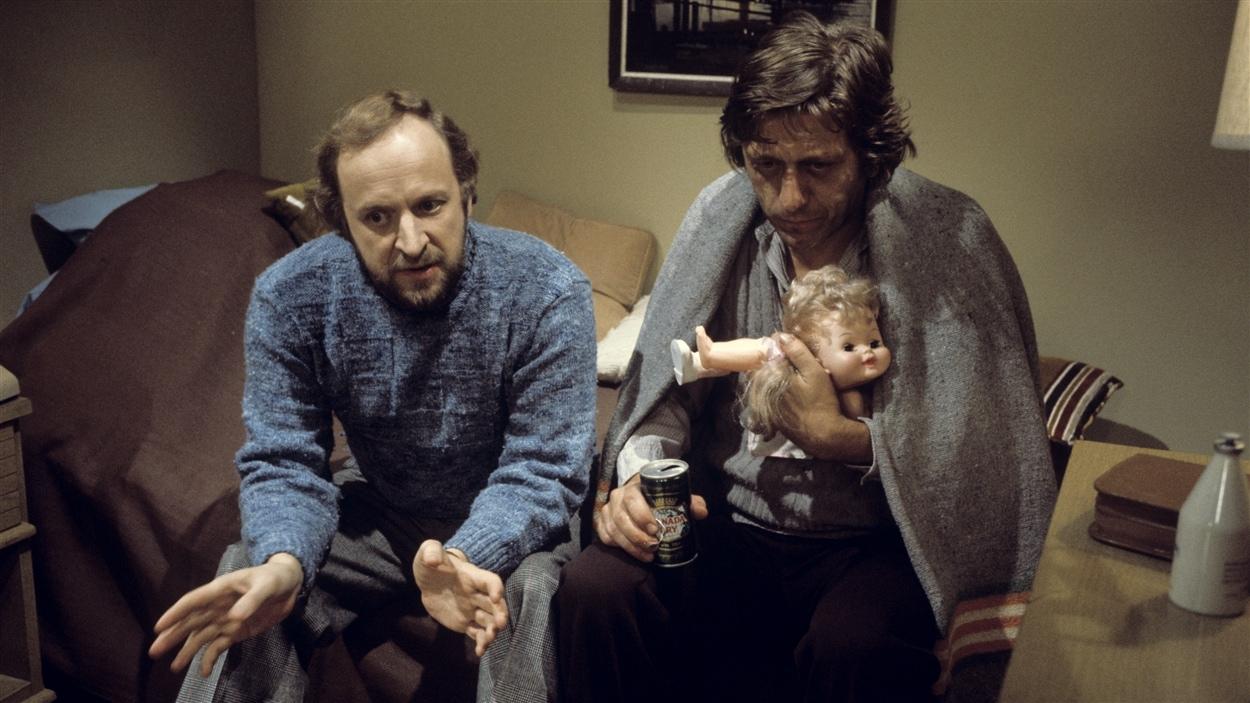 Martin Roy (Marcel Sabourin) et Raoul (Albert Millaire) discutent dans « Grand-papa » en 1977.