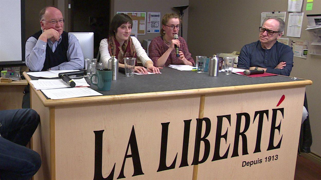 Le panel rassemblé à l'occasion du deuxième café-citoyen organisé par l'hebdomadaire francophone La Liberté dans le cadre des États généraux de la francophonie manitobaine.