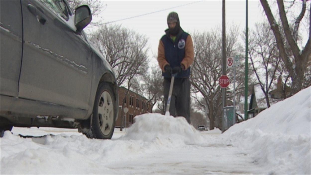 La Ville de Saskatoon va mettre en place une politique pour appliquer le règlement sur le déneigement des trottoirs.