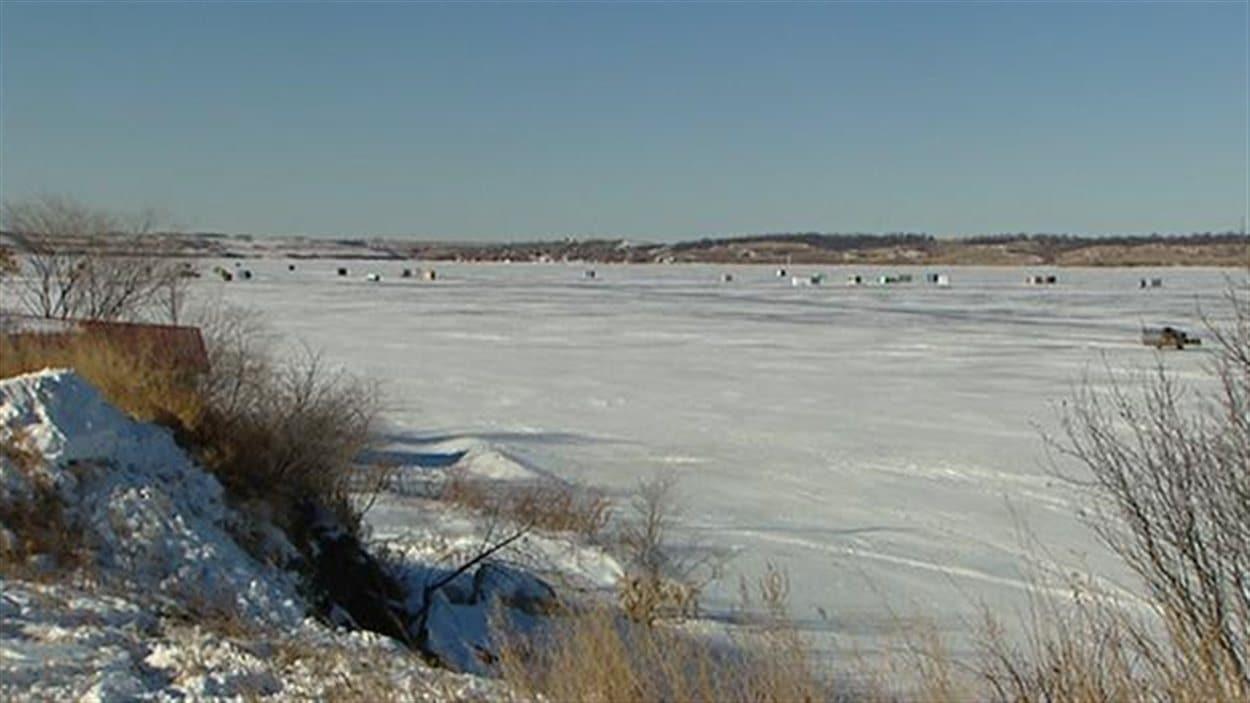 Les lacs du sud de la Saskatchewan restent gelés environ un mois de moins à cause du réchauffement climatique.