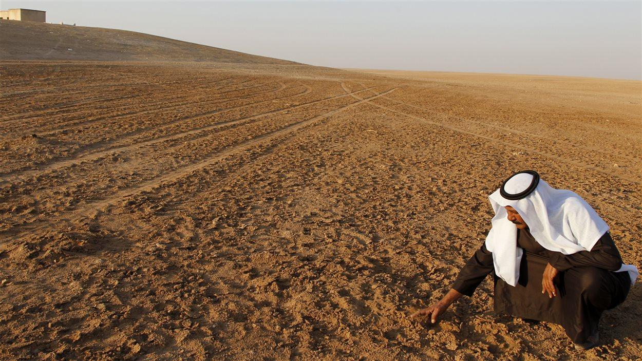 Une sécheresse record entre 2007 et 2010 dans le nord de la Syrie a entraîné une importante migration de la population rurale vers les villes.