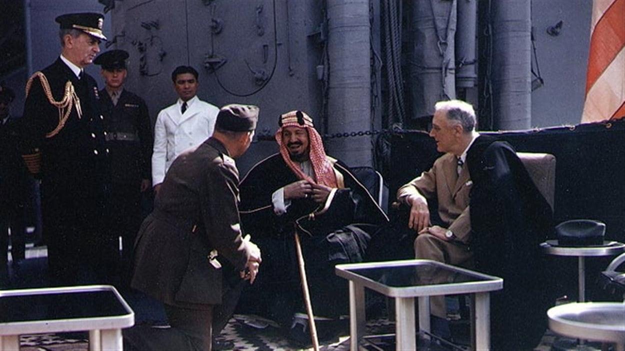 Rencontre entre le président des États-Unis, Franklin D. Roosevelt, et le roi d'Arabie saoudite, Abdelaziz Al-Saoud, après la conférence de Yalta, en 1945