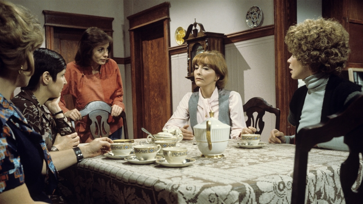 Amulette Garneau, Rita Lafontaine, Louise Latraverse, Monique Chabot et Catherine Bégin dans « Grand-papa » en 1977.