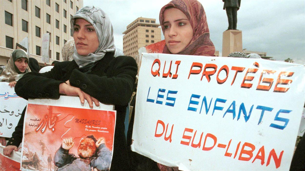 Des Libanaises manifestent contre l'occupation du Sud-Liban par Israël, en 2000