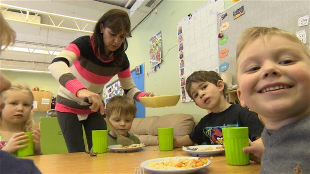 Les petits ont besoin d'une présence féminine dans leur vie, selon Sylvie Raymond, éducatrice du Centre éducatif Gard'Amis.