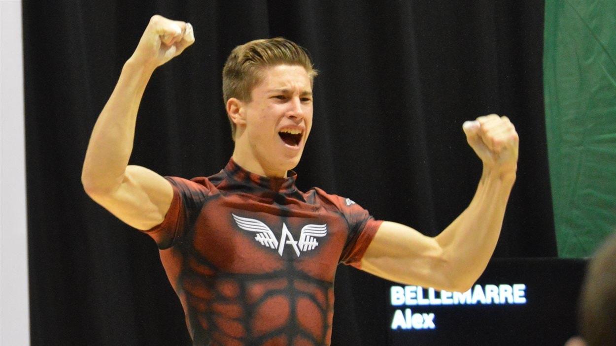 Alex Bellemarre (au centre) a fracassé trois records de Jeux du Québec, à l'arraché, à l'épaulé-jeté et au total des points.