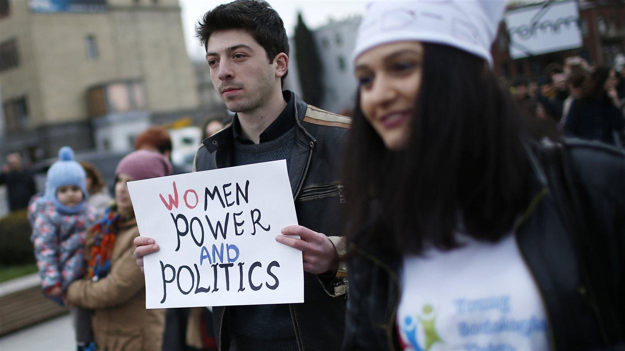 Des manifestants à Tbilissi en Géorgie réclament une meilleure représentation politique des femmes.