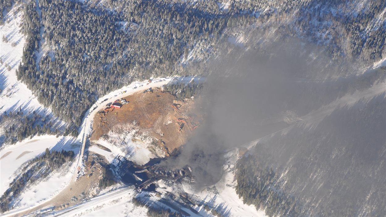 Fumée émanant du lieu du déraillement