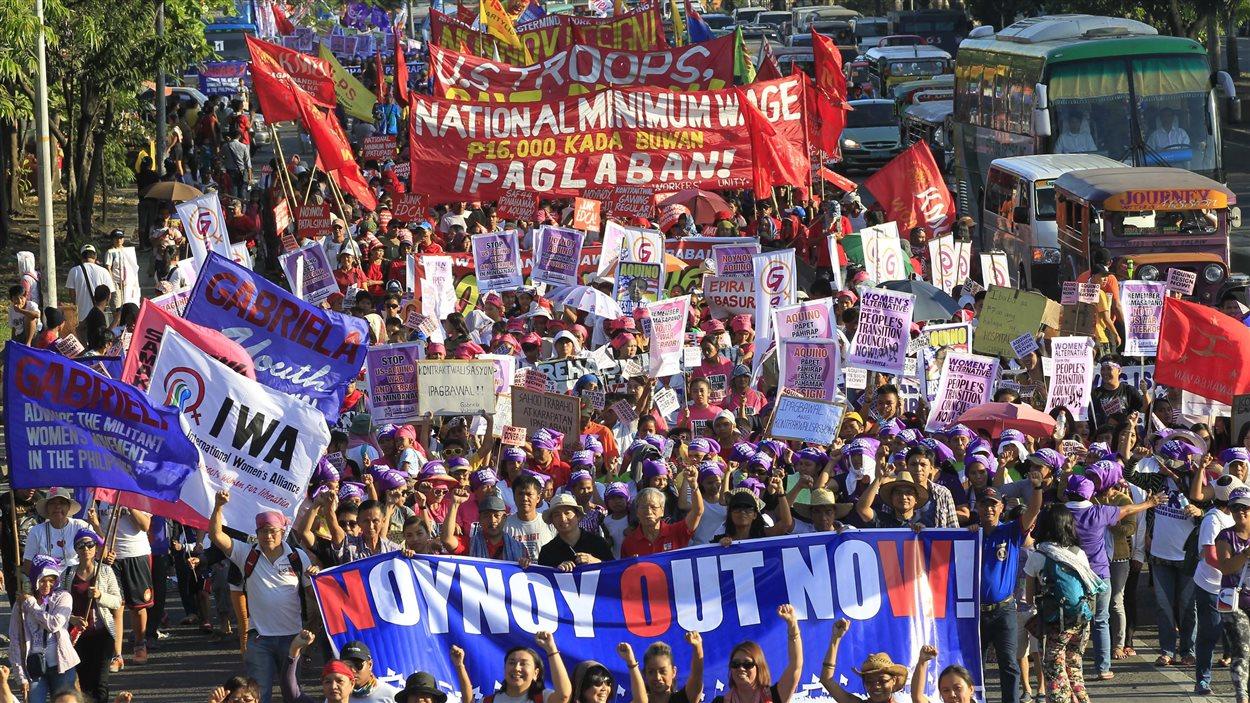 Une manifestation a lieu à Manille, aux Philippines, en hommage aux femmes qui ont perdu un mari, un frère, un fils ou un conjoint lors d'affrontements avec les rebelles musulmans le 25 janvier dernier.