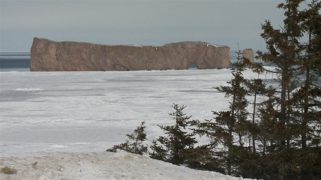 Le rocher Percé, considéré comme l'emblème touristique de la Gaspésie