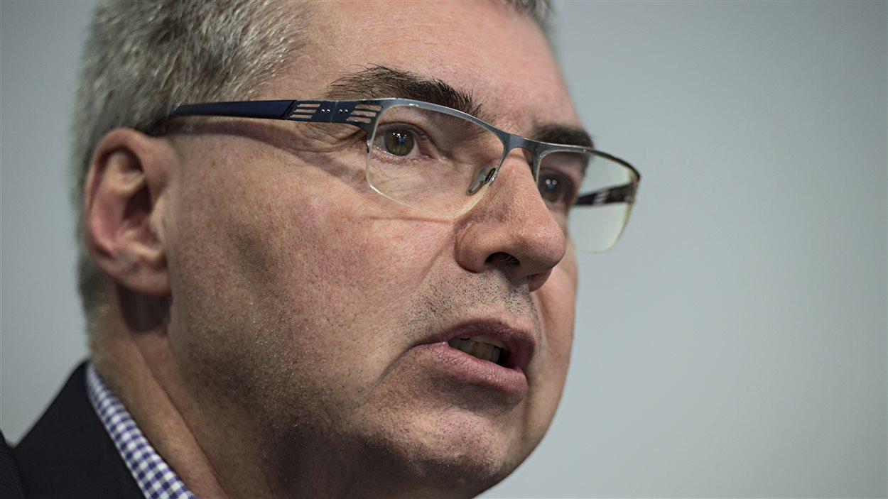Jacques Turgeon en conférence de presse, annonçant qu'il accepte de revenir à la tête du Centre hospitalier de l'Université de Montréal (CHUM)