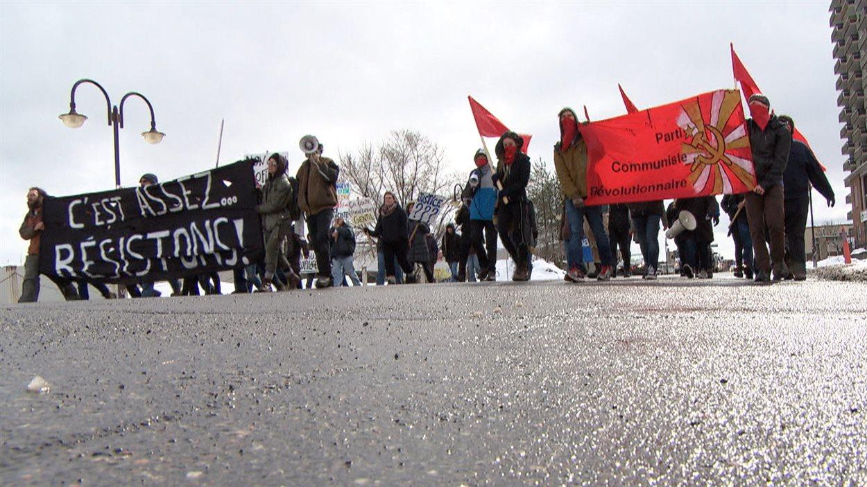 Des dizaines de manifestants protestaient contre la brutalité policière, à Gatineau.