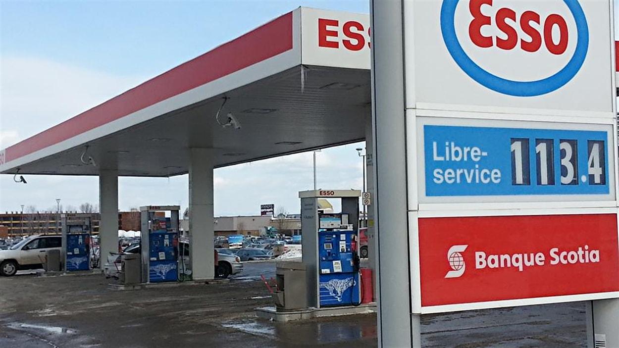Le prix de l'essence augmente, le 25 février.