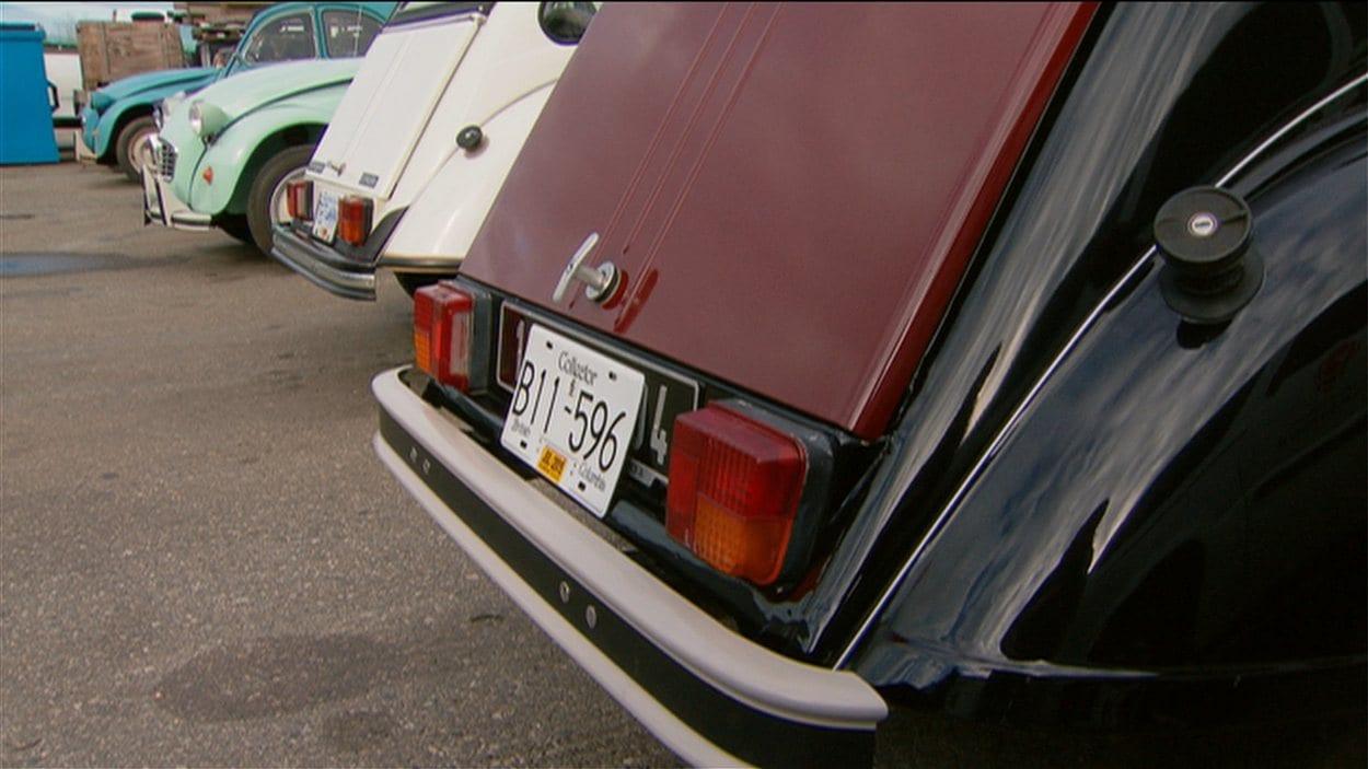 Les 2CV au garage de Lionel Hondier en Colombie-Britannique