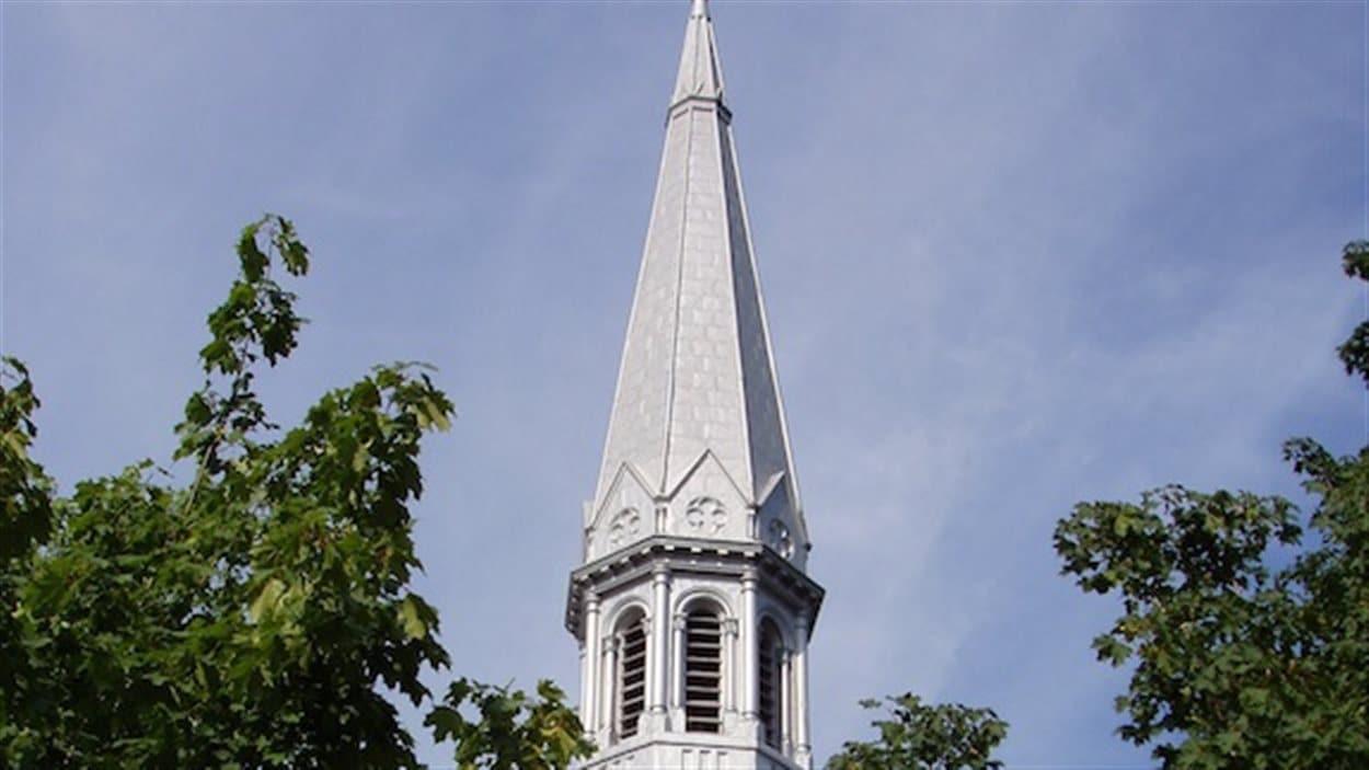L'église Sainte-Madeleine d'Outremont, dont le clocher est le plus haut de Montréal, a un urgent besoin d'être rénovée.