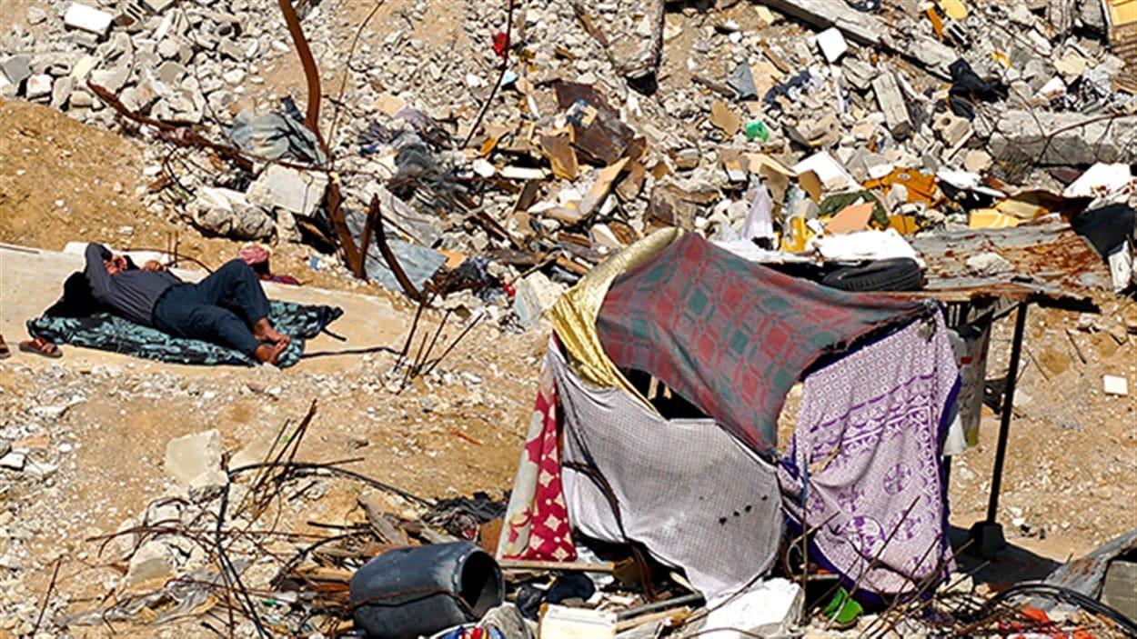 Ali Bakroun, au milieu des débris à Gaza