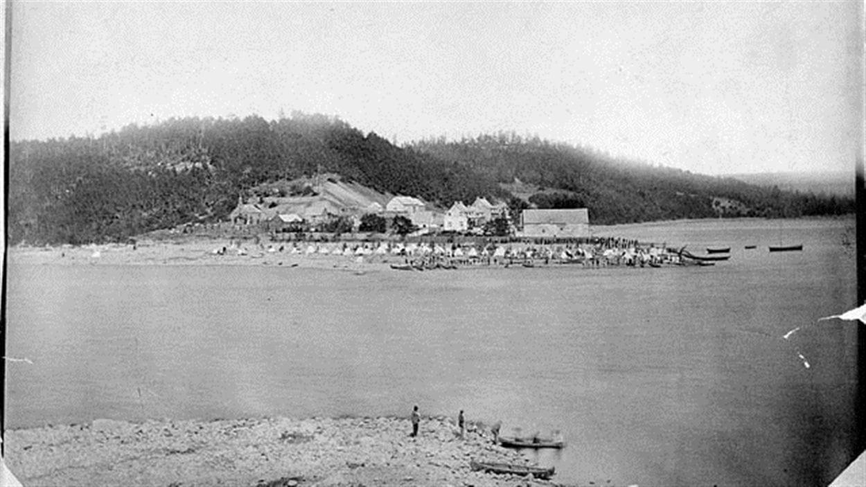 Photo du fort Témiscamingue en 1876, près de 100 ans après les aventures de Joseph Godin