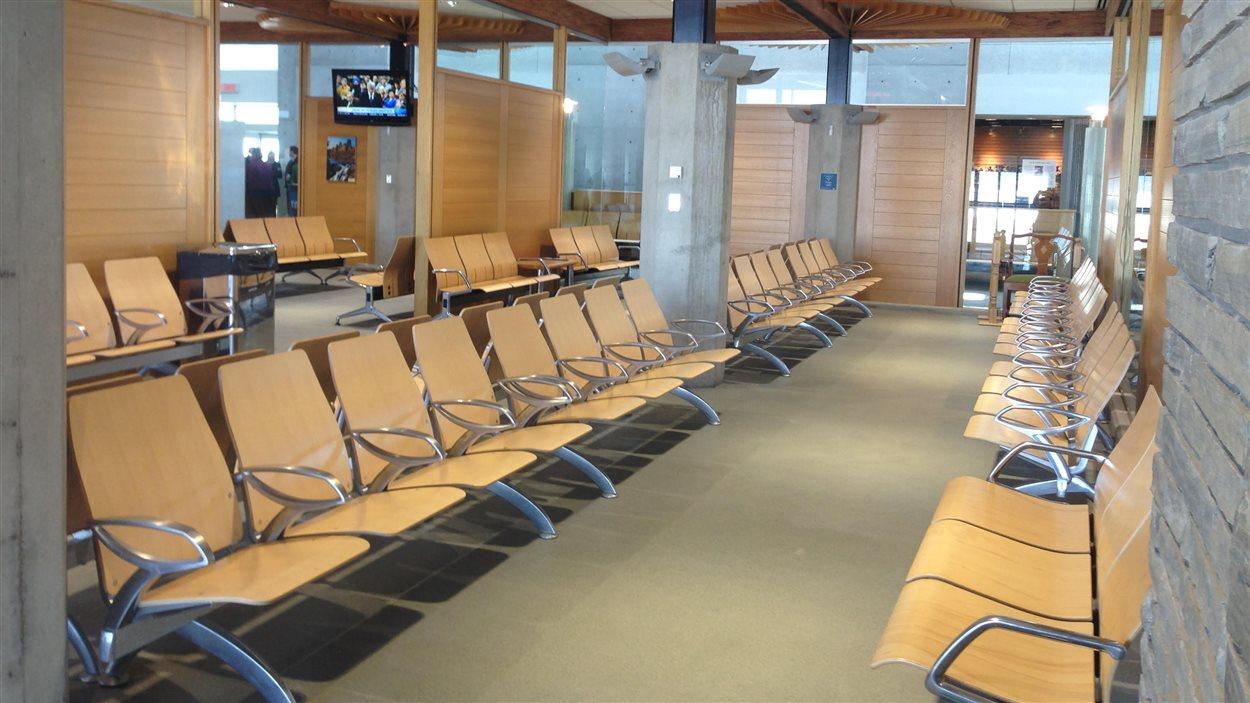 Avec un terminal plus grand, l'aéroport pourra accueillir de plus gros vols nolisés et plus de vols vers Toronto.