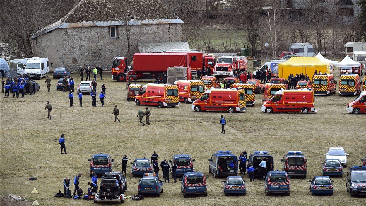 Les secours s'organisent à Seyne, en France, près du lieu où l'Aribus de Germanwings s'est écrasé.
