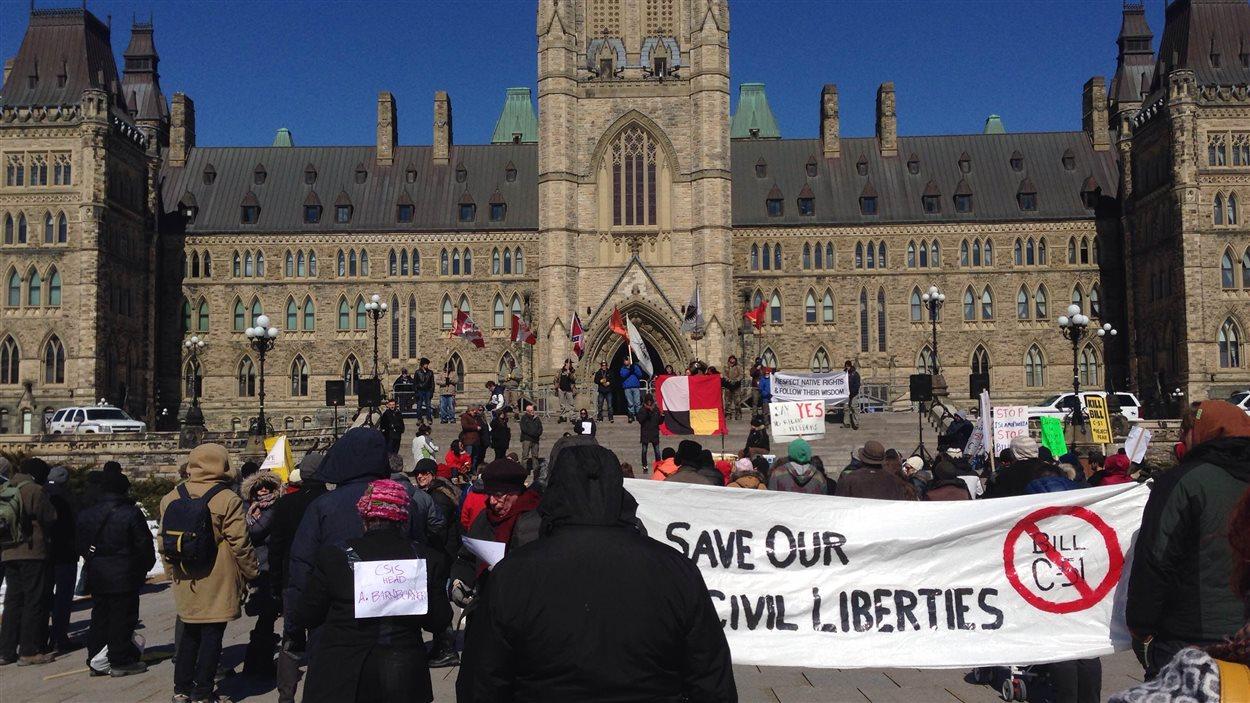 Une autre manifestation avait lieu à Ottawa pour dénoncer le projet de loi C-51.