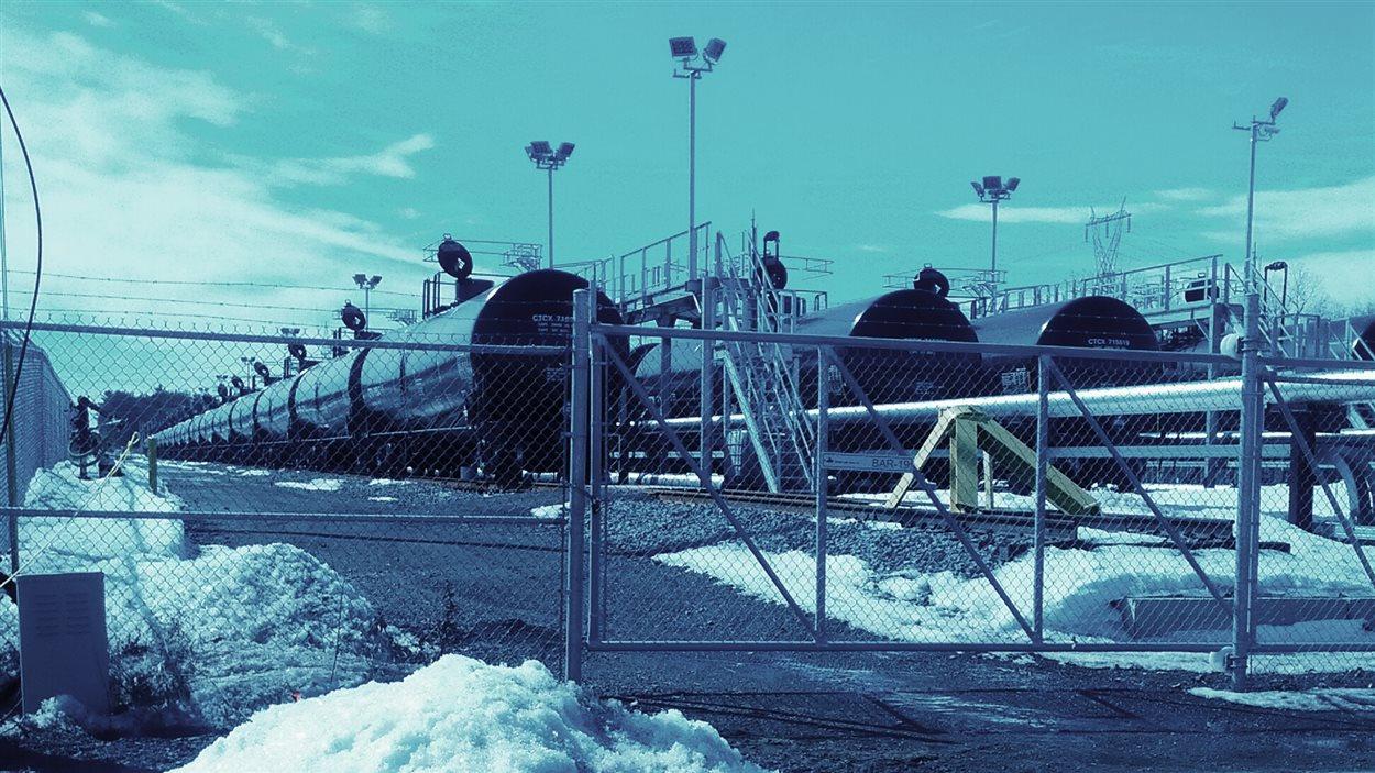 Trains alignés aux installations de Kildair à Sorel-Tracy