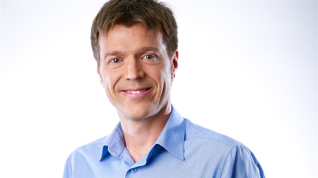 Claude Bernatchez, l'animateur de l'émission «Première heure» sur ICI Radio-Canada Première à Québec.