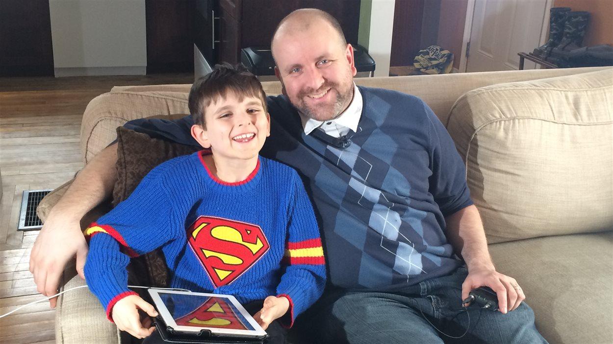 Patrick Hardy et son fils de huit ans, Samuel
