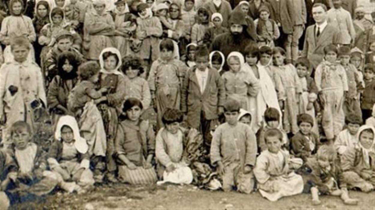 Survivants du génocide arménien rapatriés à Jérusalem en avril 1918.