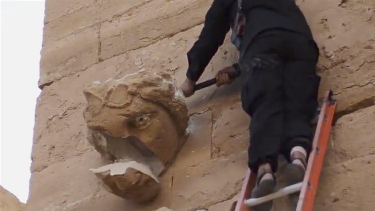 Des militants du groupe armé État islamique ont détruit un site archéologique en Irak.