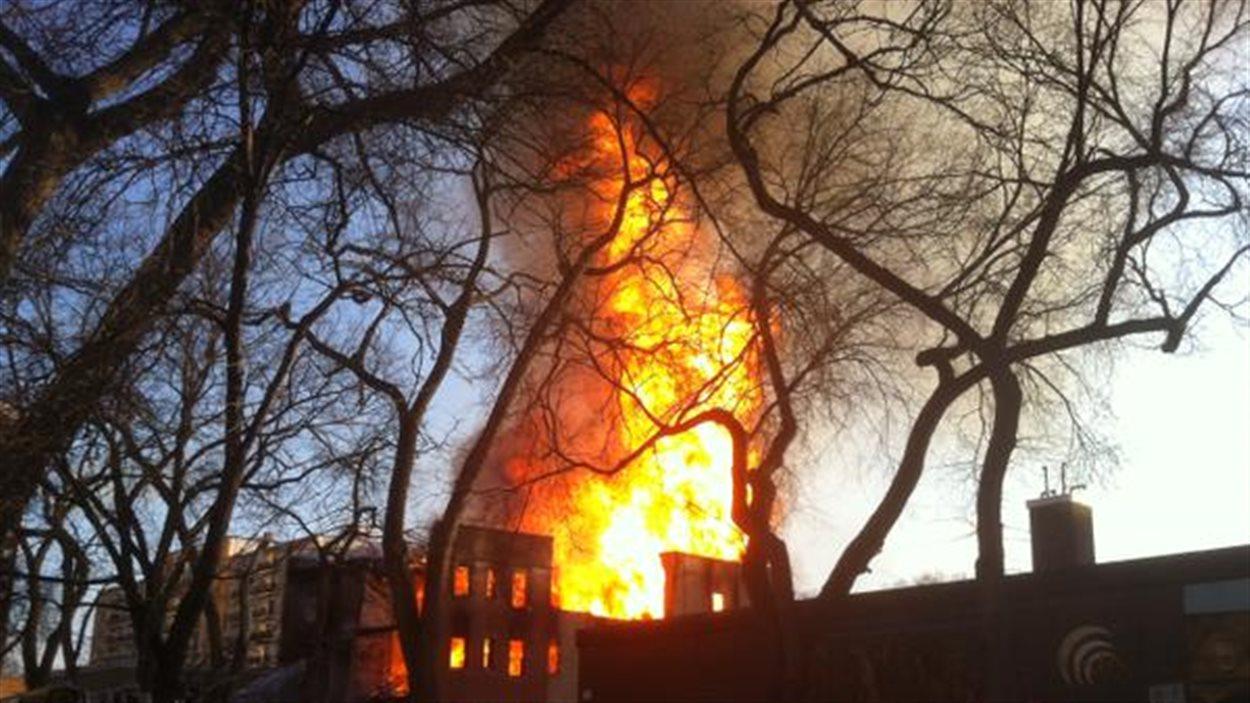 Incendie dans un immeuble désaffecté de la rue Hargrave.