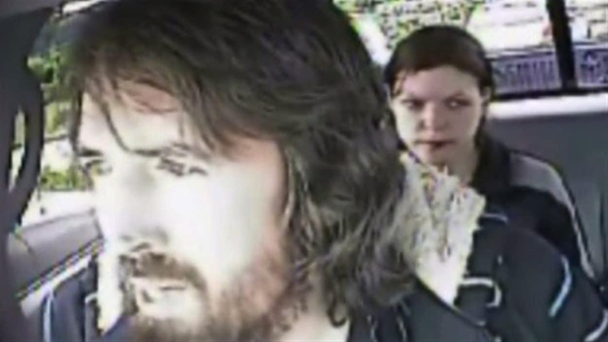 John Nuttall et Amanda Korody dans une capture d'écran tirée d'une vidéo de surveillance tournée à leur insu par des agents infiltrés de la GRC.