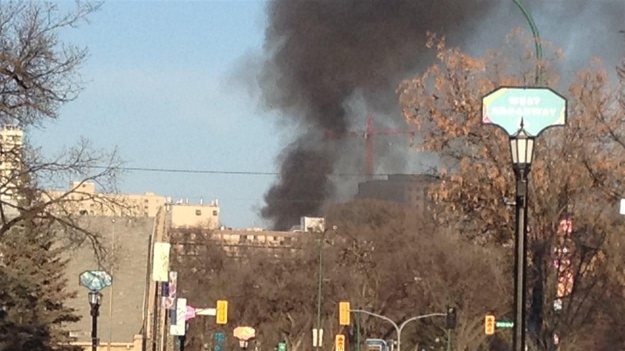 De la fumée pouvait être aperçue d'un peu partout au centre-ville de Winnipeg.