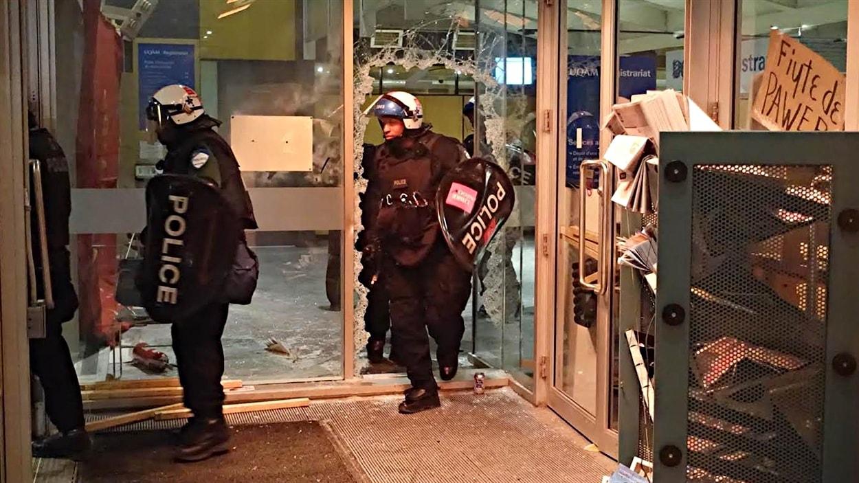 Les policiers du SPVM ont mis fin à l'occupation peu après minuit
