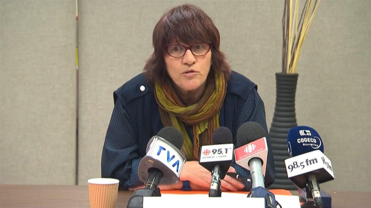 La présidente du Syndicat des professeurs de l'UQAM, Michèle Nevert, en point de presse